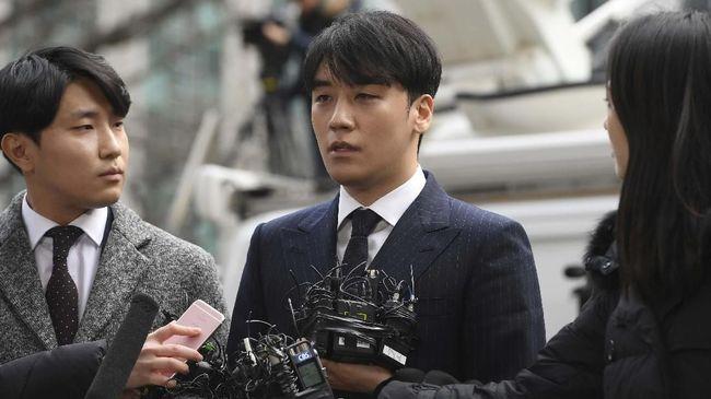 Melalui proses yang lama dan berlarut, akhirnya kepolisian Seoul resmi menuntut Seungri dan Yang Hyun-suk dengan tuduhan perjudian pada Kamis (31/10).