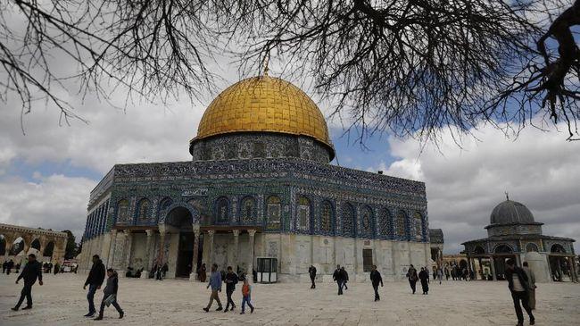 Kompleks Masjid Al-Aqsa di Yerusalem akan ditutup total mulai hari ini, Senin (23/3), demi mencegah penyebaran virus corona.