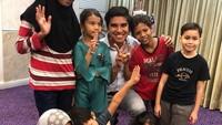 <p>Bagi Syed, anak-anak adalah harapan dan masa depan yang harus terus didukung. (Foto: Instagram @syedsaddiq)</p>