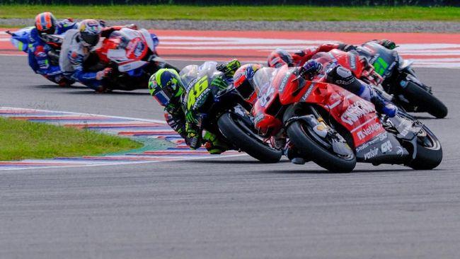Pebalap Yamaha Valentino Rossi bergurau telah meraih kemenangan di MotoGP Argentina 2019 karena tidak melihat Marc Marquez di depan.