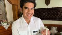 <p>Bukan hanya berpengalaman memimpin anak muda, Syed juga jago gendong bayi nih. Hmm, sepertinya Syed sudah siap jadi ayah nih, he-he-he. (Foto: Instagram @syedsaddiq)</p>