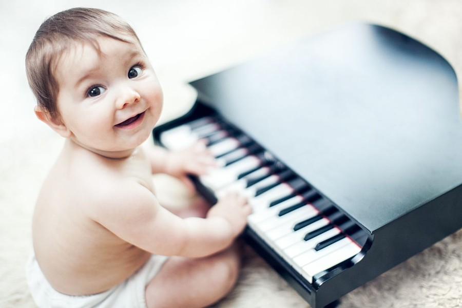 30 Nama Bayi Laki-laki Terinspirasi dari Komposer Terkenal