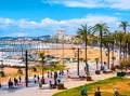 Turis Lansia di Spanyol Cemas Dicekam Corona