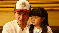 <p>Kok ekspresinya bisa mirip gitu sih, Gem, sama Papa Gading? (Foto: Instagram/ @gadiiing)</p>