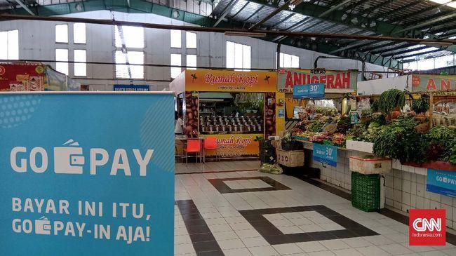Gojek melakukan ekspansi layanan uang digital Gopay ke pasar Modern Town Market Tangerang sehingga transaksi bisa dilakukan secara nontunai.