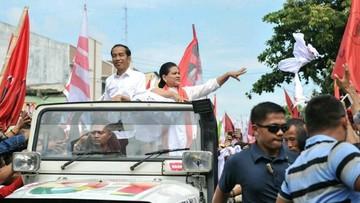 Momen Iriana dan Anak-anaknya Dukung Jokowi di Konser Putih Bersatu
