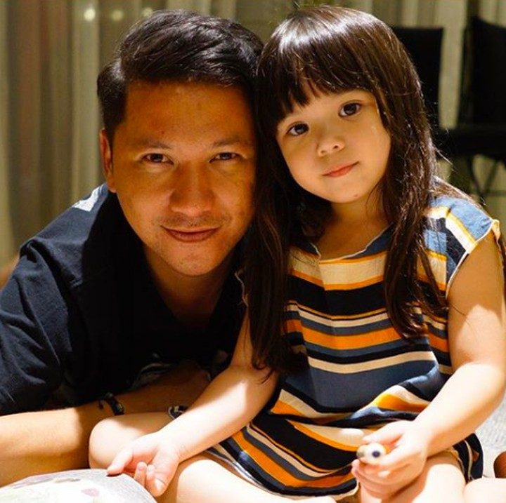 Hati jadi adem ayem kalau melihat kekompakan pasangan ayah dan putri kecilnya, Gading Marten dan Gempi.