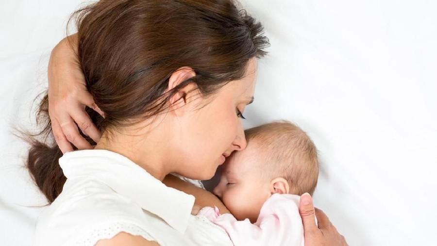 5 Kondisi yang Disarankan bila Ibu Mau Menyusui dengan Posisi Berbaring