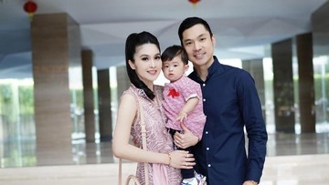 7 Potret Bahagia Keluarga Kecil Sandra Dewi