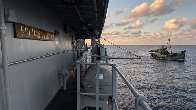 Kapal Bakamla yang didampingi KRI Usman Harun berhasil mencegat dan mengusir kapal Vietnam yang terpantau radar berada di Laut Natuna.