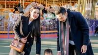 <p>Keluarga kecil Sandra Dewi memang suka menghabiskan waktu dengan pelesiran ke luar negeri, Bun. Seru ya! (Foto: Instagram @sandradewi88) </p>