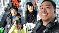 <p>Menurut Pandji, liburan bersama jadi salah satu momen <em>quality time</em> dengan keluarga, yang enggak boleh dilewatkan setiap tahun. (Foto: Instagram @pandji.pragiwaksono)</p>