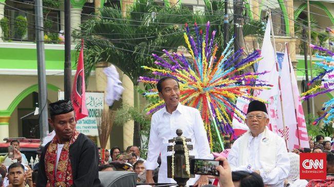 Ma'ruf Amin mengajak pendukung mendoakan Indonesia jadi negara sejahtera, adil dan makmur, negara yang penduduknya rukun dan damai, bukan negara bubar.