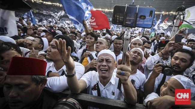 Prabowo-Sandi kampanye terbuka di Stadion Utama Gelora Bung Karno, Minggu (7/4), dihadiri massa yang berbusana serba putih.