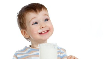 Bunda, Intip Tips Memberi Susu Segar pada Anak Satu Tahun