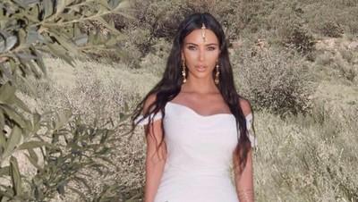 Cara Kim Kardashian Dapatkan Tips Seputar Pola Asuh Anak