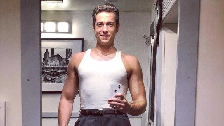 Zachary Levy yang kini berusia 38 tahun ini lahir di Louisiana, 29 September 1980.