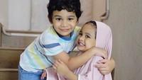 """<p>""""<em>MasyaaAllah Dua cintaku kaya abi mami versi kecil yaaaa</em>,"""" begitu kata Mami Shireen di foto Abang Adam dan Kak Hawwa. (Foto: Instagram @shireensungkar)</p>"""