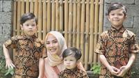 <p>Kenalan dengan ketiga putra Ratna Galih yang menggemaskan yuk, Bun. (Foto: Instagram @ratnagalih) </p>