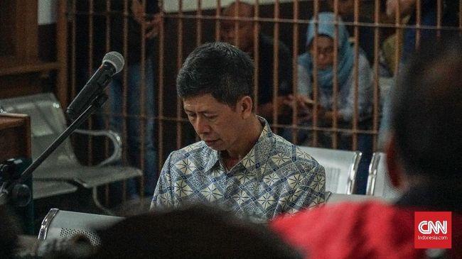 Pengadilan Tipikor Bandung menjatuhkan vonis 8 tahun penjara dan denda Rp400 juta subsider 4 bulan kurungan kepada eks Kaapas Sukamiskin Wahid Husen.