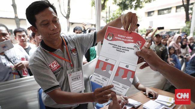 Keterlambatan dalam hal pelipatan surat suara pemilu membuat pencoblosan di beberapa kecamatan di Kabupaten Banggai, Sulawesi Tengah, terancam diundur.