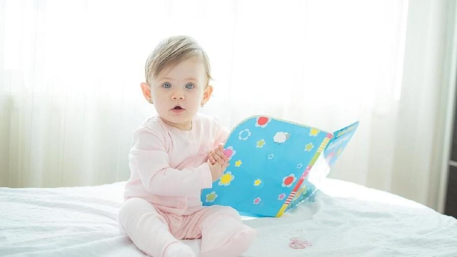 20 Nama Bayi Perempuan Bermakna Pengetahuan