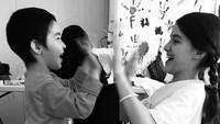 <p>Bunda Katie Holmes patut diacungi jempol. Sejak masih kecil, Suri Cruise sudah diajak berempati dengan mengunjungi kamp pengungsi. (Foto: Instagram @katieholmes212)</p>