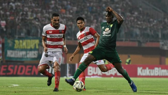 Liga 1 2019 menyajikan tiga pertandingan pada Sabtu (10/8).Laga Persebaya Surabaya vs Madura United jadi salah satu yang paling disorot.