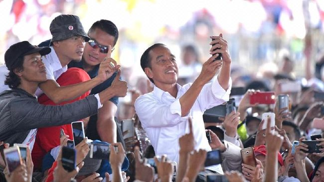 Relawan Jokowi dari beragam organisasi berkumpul di Istana untuk memberikan dukungan dalam setiap keputusan presiden terhadap sejumlah persoalan.