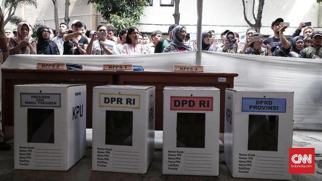 Pemilu 2019 digelar besok. Pemilih diminta membawa C6 dan atau e-KTP atau paspor atau kartu keluarga atau SIM atau Suket pengganti e-KTP sebagai syarat memilih.