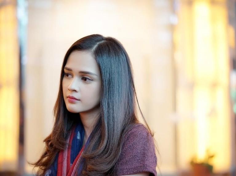 Aktris Cantik, Cut Meyriska, saat ini telah mantab berhijab. Kabarnya, salah satu hal yang mempengaruhi keputusannya itu ialah hubungan dengan Roger Danuarta.