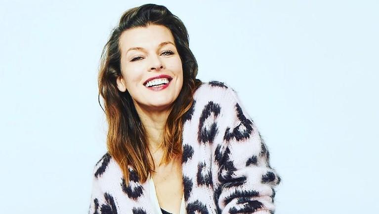 Milla Jovovich memulai karir akting lewat perannya di film berjudul Blue Lagoonpada tahun 1991.