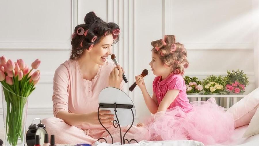 Inspirasi Makeup Natural yang Bikin Wajah Bunda Terlihat Segar