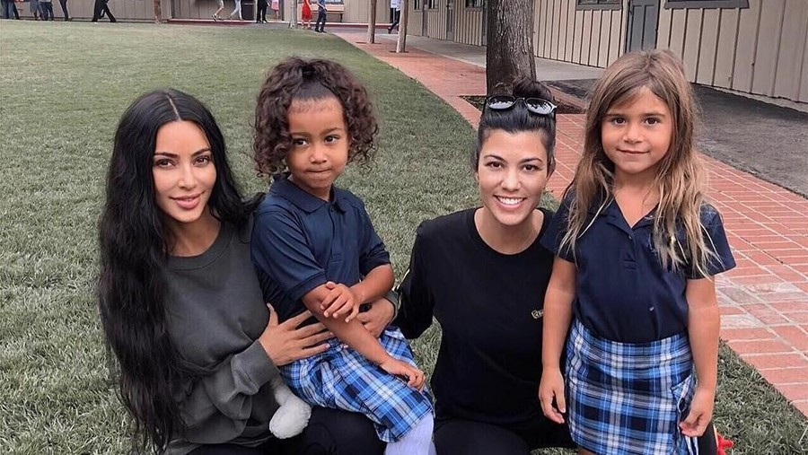 Gaya Kompak Anak Kim Kardashian dan Sepupunya Kembali Ke Sekolah
