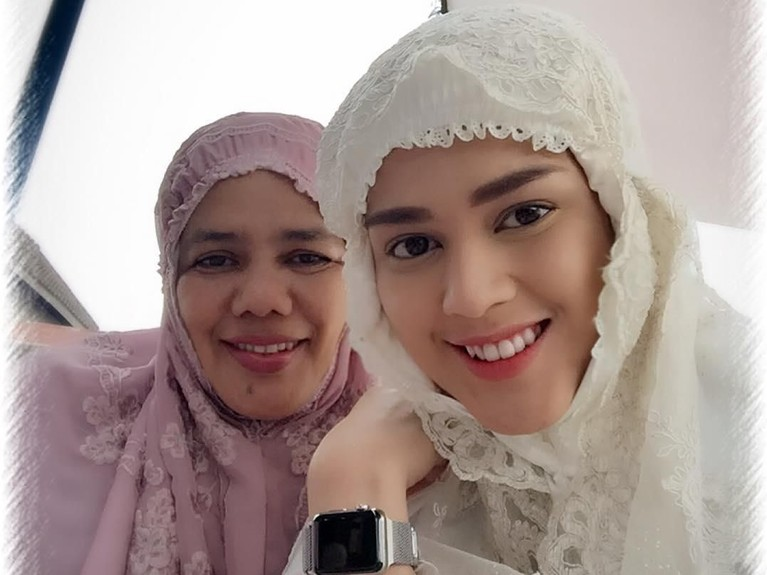 Salah satu penampilan cantik Cut Meyriska bersama sang ibu di momen hari raya mendapat banyak pujian dari netizen.