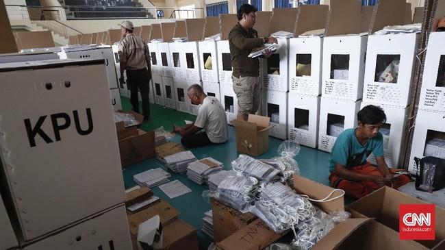 Pemilu serentak 2019 bakal berlangsung dalam hitungan hari, logistik pemilu pun telah dipersiapkan KPU sebagai penyelenggara pemilu untuk disebar ke TPS-TPS.
