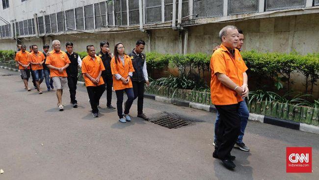 Mantan Komite Wasit PSSI, Priyanto, dijatuhkan vonis tiga tahun penjara dan denda Rp5 juta subsider satu bulan kurungan dalam kasus mafia sepak bola.