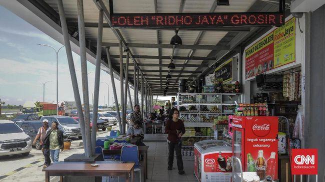 Pedagang yang berjualan di rest area sepanjang ruas Tol Trans Jawa mengeluhkan kebijakan pelarangan mudik karena memangkas pendapatan mereka.