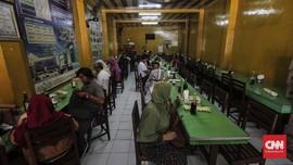 Buka Siang, Rumah Makan di Sukabumi Ditutup Petugas Gabungan