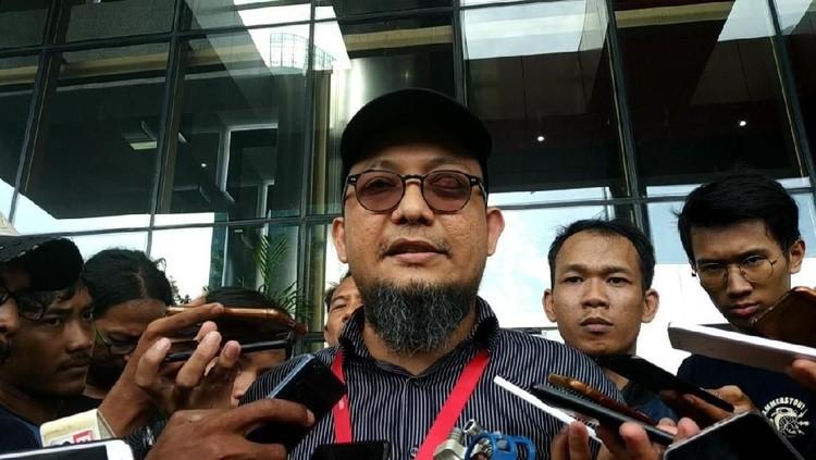 Penyidik KPK Novel Baswedan dikenal sebagai sosok pemberani. Teror terkait kasus korupsi yang dibongkarnya dihadapi Novel tanpa takut sedikit pun.