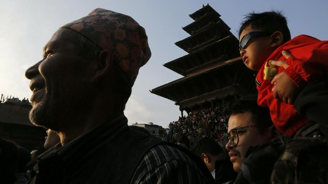Festival Biska Jatra di Nepal menjadi acara tahunan di mana gambar Dewa Bhairawa diarak ke tempat terbuka dan dirayakan oleh orang banyak.