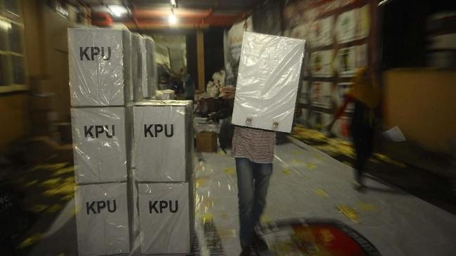 Dalam hitungan hari waktu pemungutan suara akan digelar pada 17 April 2019, KPU selaku penyelenggara pemilu terus bergiat mendistribusikan logistik pemilu.