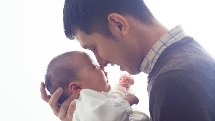 Breastfeeding Fathers, Salah Satu Kunci Keberhasilan Menyusui