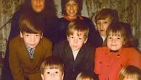 <p>Foto yang ini menampilkan aktor Mark Wahlberg bersama saudara-saudaranya. Coba Bunda tebak, Mark Wahlberg saat kecil yang mana ya? (Foto: Instagram @markwahlberg)</p>