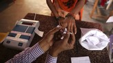 India hari ini menggelar pemilihan umum untuk memilih anggota legislatif. Karena jumlah pemilih membuat ajang itu menjadi yang terbesar di dunia.