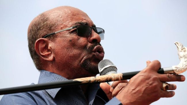 Mantan Presiden Sudan, Omar al-Bashir, terungkap menyimpan jutaan mata uang lokal dan asing. Duit itu disembunyikan di Istana Kepresidenan.