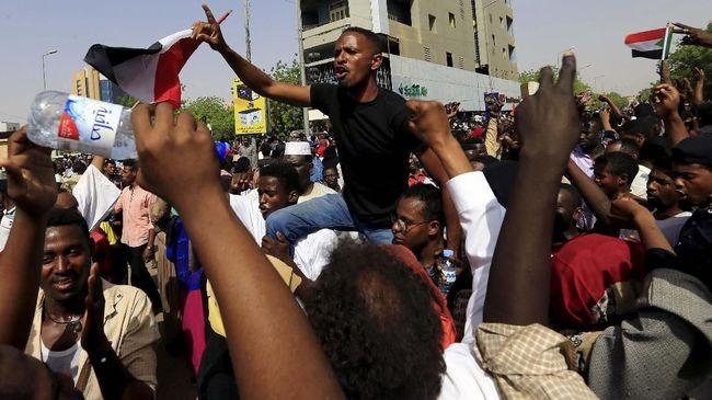 Rakyat Sudan menolak rezim militer menguasai pemerintahan usai mengkudeta Presiden Omar al-Bashir.