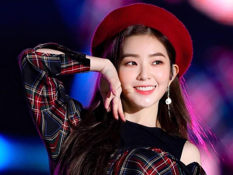Perempuan bernama asli Bae Joo-hyun ini adalah seorang perempuan yang sangat multitalenta. Selain menyanyi Irene juga bisa ngerap, akting, model video klip, model fashion brand, hingga MC acara musik.