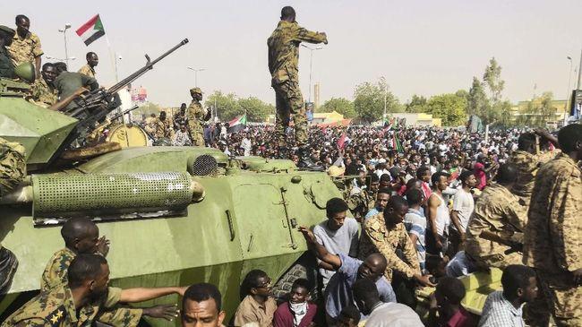 Pengamat menyebut situasi keamanan di Sudan berpotensi makin kacau ditengah ketegangan antara pemerintah militer dengan para demonstran.