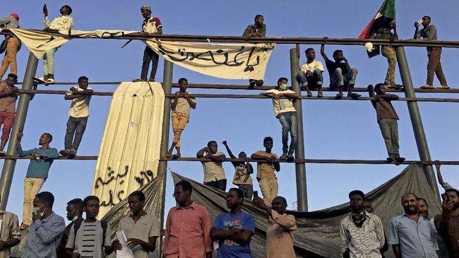 Milisi RSF di Sudan bentukan eks Presiden Omar al-Bashir juga dilaporkan melakukan kejahatan perang saat konflik Darfur pada 2003-2004.